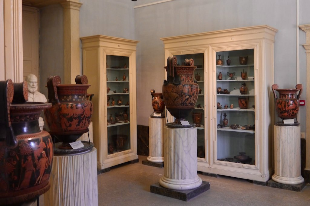 Museumssaal im Palazzo Jatta in Ruvo Apulien.