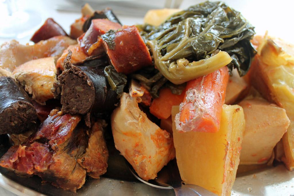 Delikatessen: Zum azorianischen Cozido gehört immer Yams. Das Wurzelgemüse wächst überall auf der Insel und war früher ein Armeleuteessen.