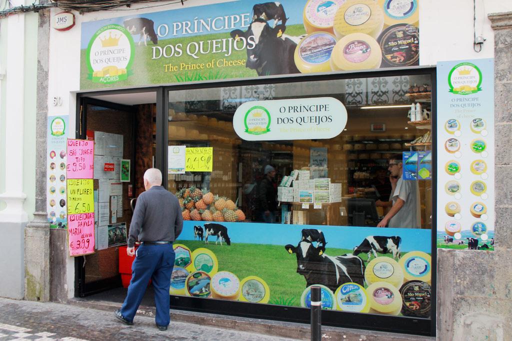Delikatessen - Nichts für schwache Käseliebhabernerven (und -mägen): die Auswahl des Käseprinzen in der Rua dos Mercadores 50 ist ebenso umwerfend wie unerschöpflich.