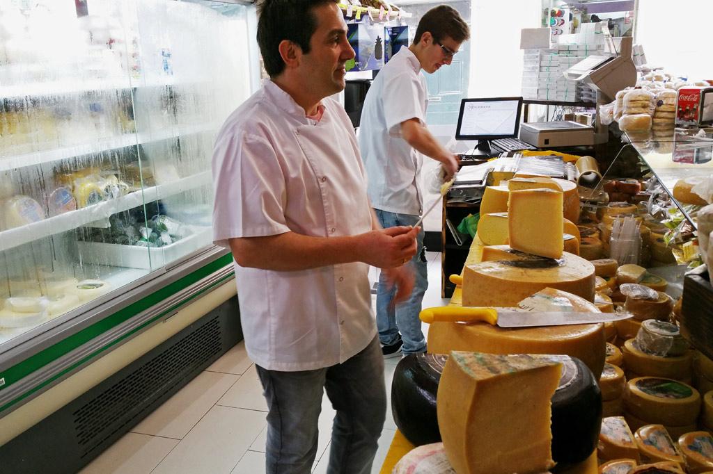 Delikatessen - Nicht einmal die Landsleute im portugiesischen Mutterland kennen all die Käsesorten, die die Azoren zu bieten haben.