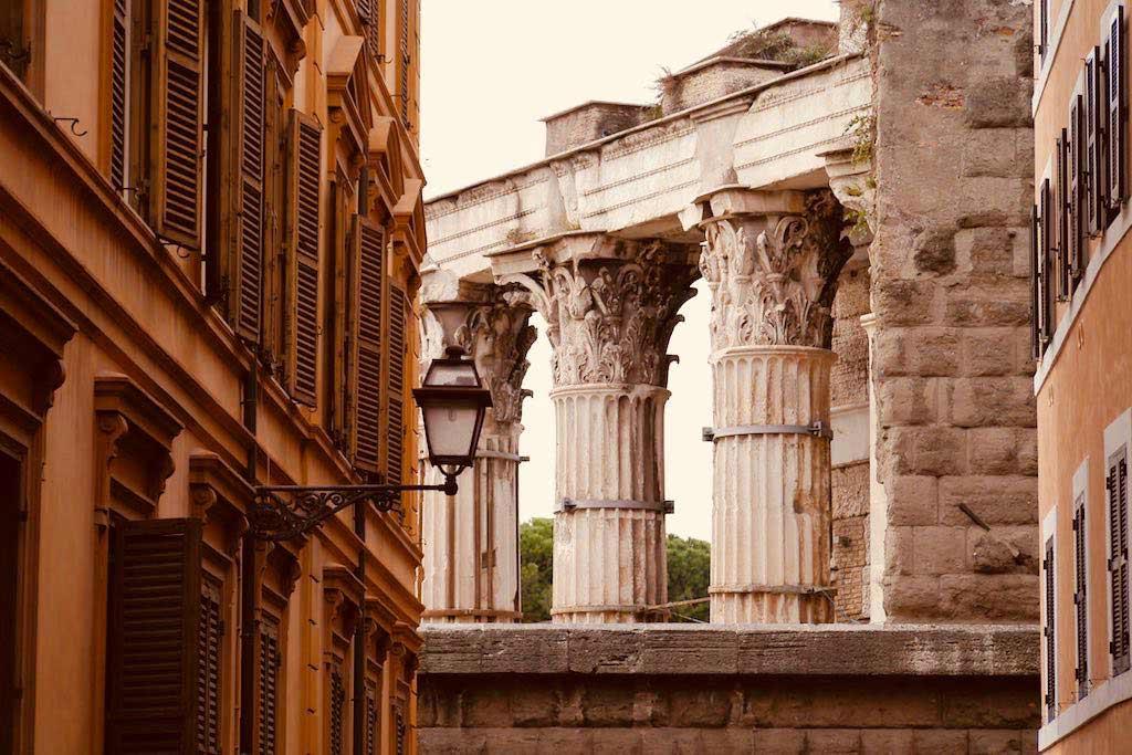 Säulen des Augustusforum im Monti Viertel.
