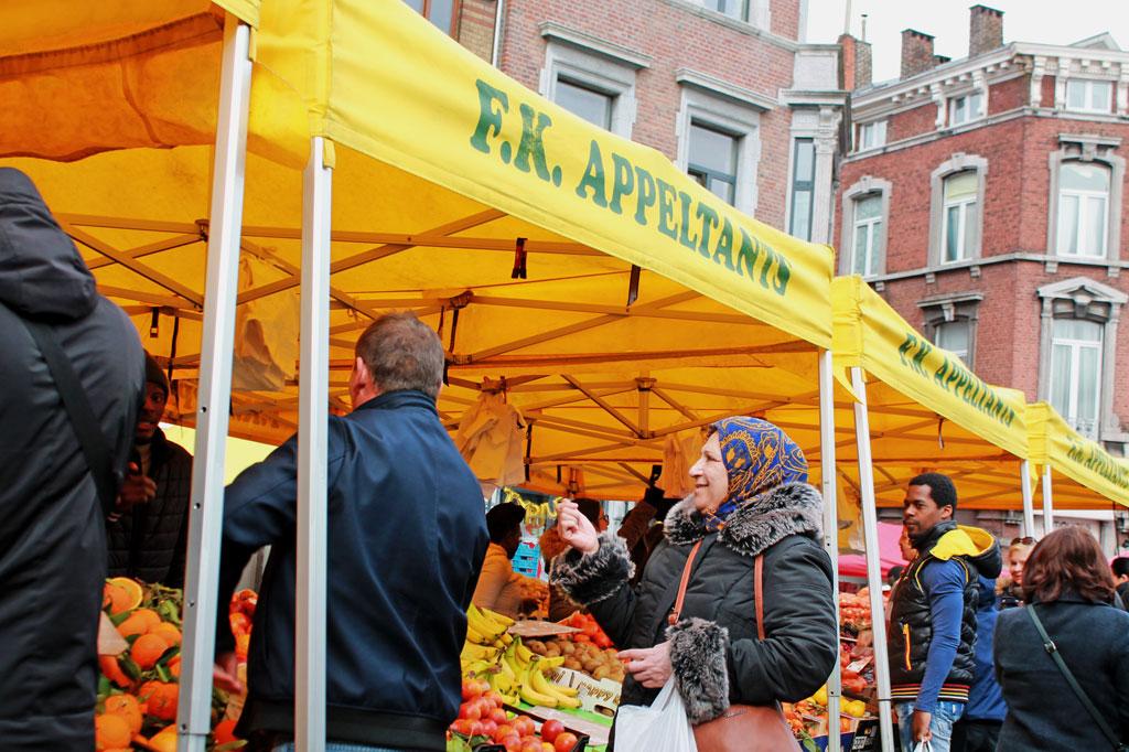 5 Tipps für deinen Stadtrundgang durch Lüttich (Teil 2): Marktstand auf dem Marché de la Batte am östlichen Rand der Altstadt.