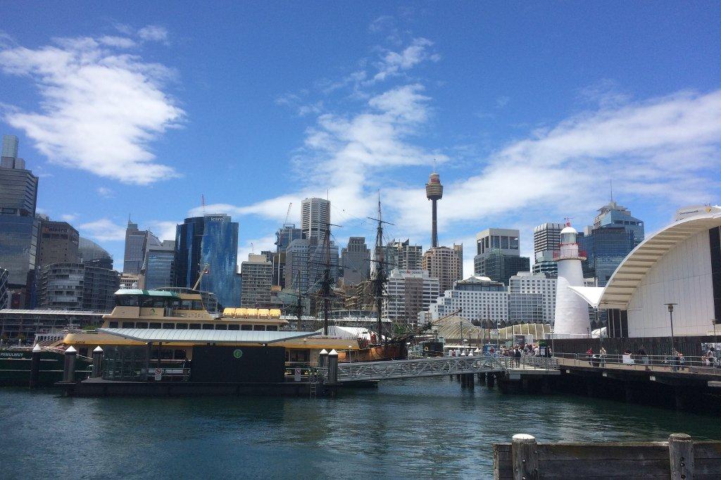 Hochhäuser am Hafen von Sydney.