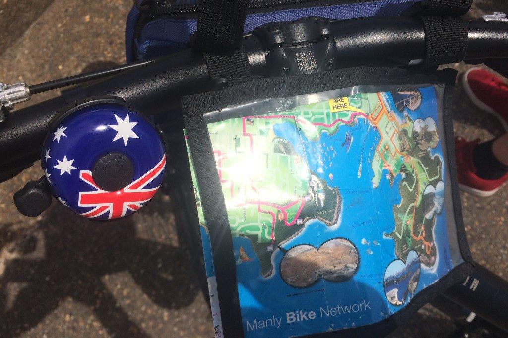 Fahrradlenker mit einer Klingel in den Nationalfarben von Australien.