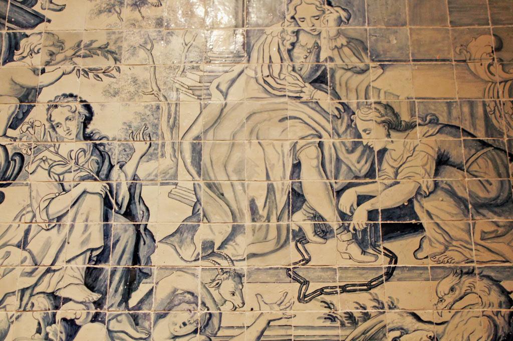 Lissabon Tipp: Mit der Metro zu den Azulejos Kacheln: Dekoration der Klosterkirche des Konvents Madre de Dios mit Azulejos von Manuel dos Santos, einem der Meister aus der Blütezeit der portugiesischen Kachelmalerei um 1800.
