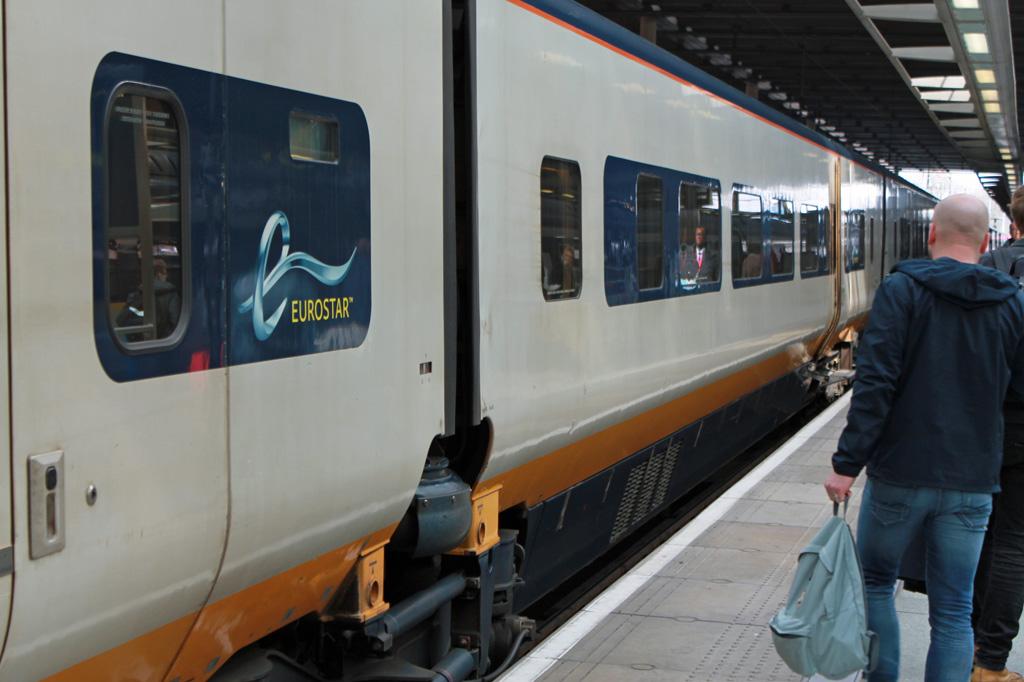 Zugreise nach London: 5 Gründe für den Eurostar – Waggon eines Eurostars in Nahaufnahme mit Angabe des Zielbahnhofs