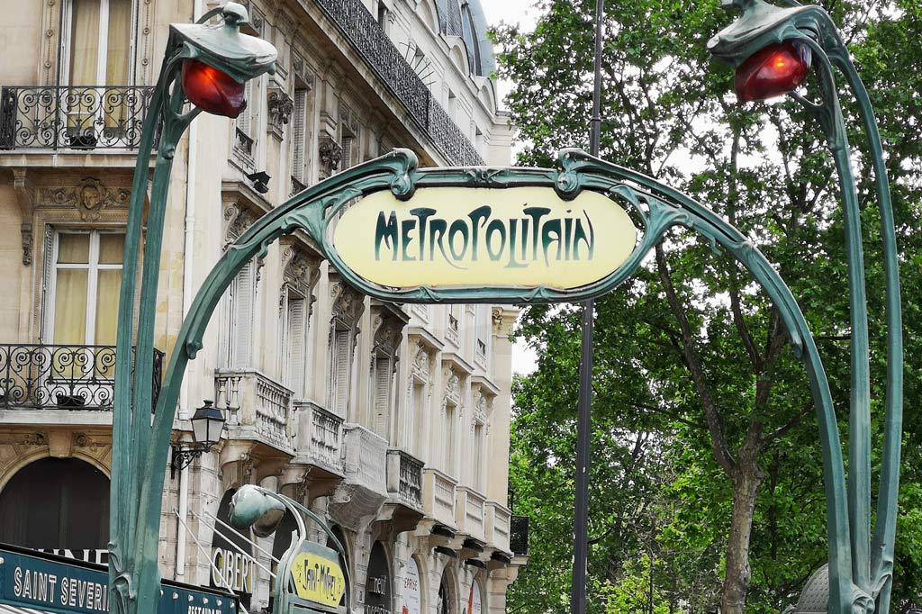 Nicht gerade barrierefrei, aber das beste Vehikel in Paris überhaupt: die Metro ALT: Tagesausflug: Mal eben im Thalys nach Paris – Metrostation Saint-Michel, Paris