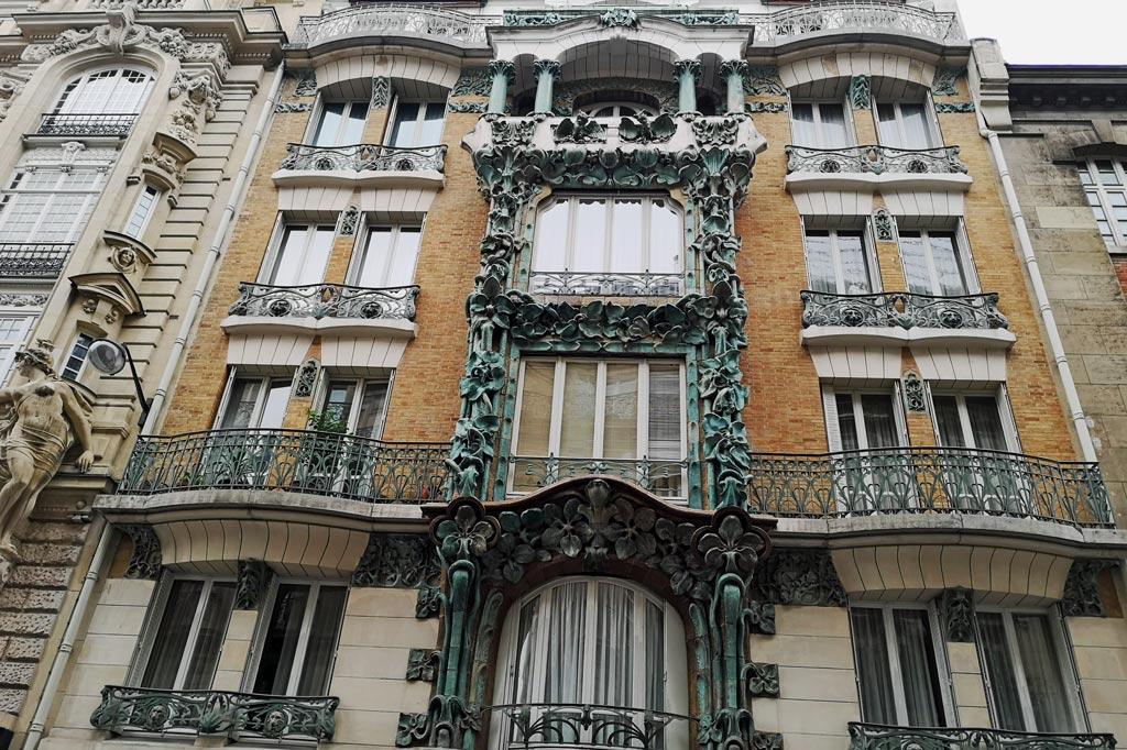 Tagesausflug: Mal eben im Thalys nach Paris – Zufällig entdeckte Jugendstilfassade in der Rue d'Abbeville, Paris