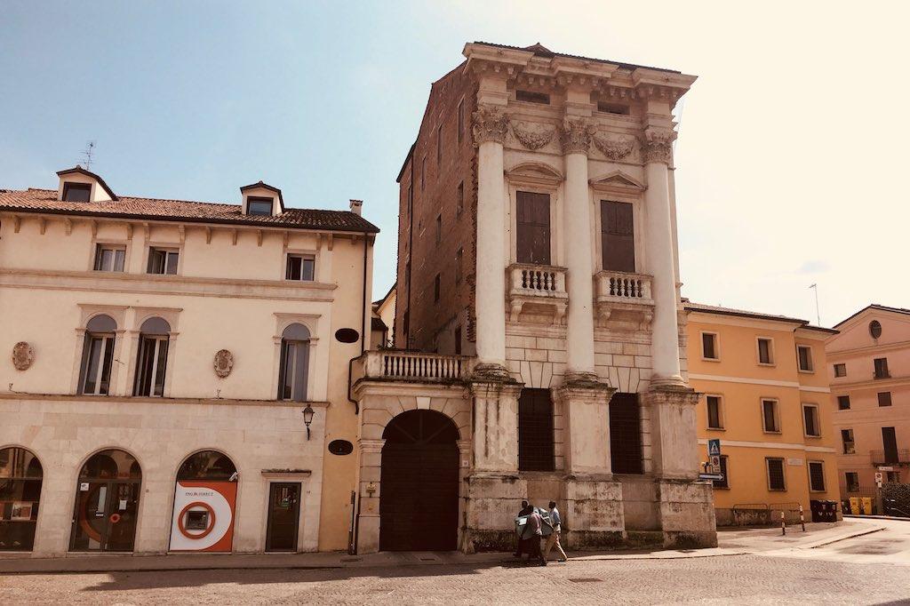Palastfassade nach entwürfen von Andrea Palladio.