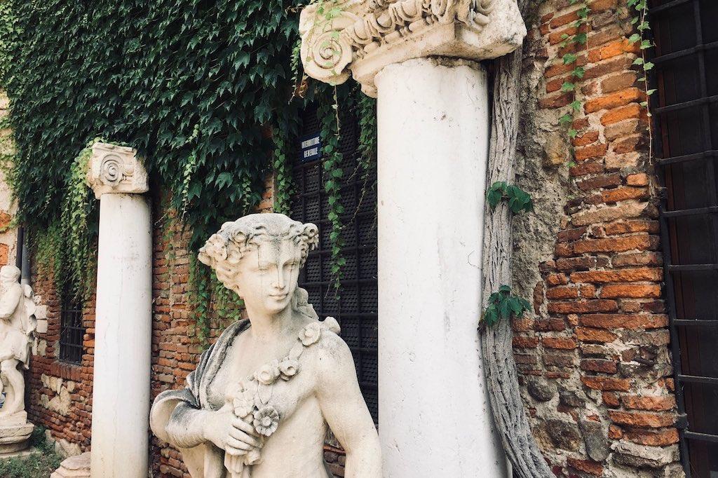 Skulpturen im Innenhof des Teatro Olimpico in Vicenza.