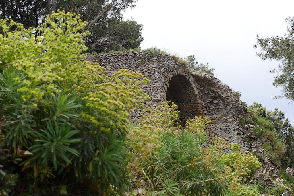 Ruinen der Villa Jovis auf Capri.
