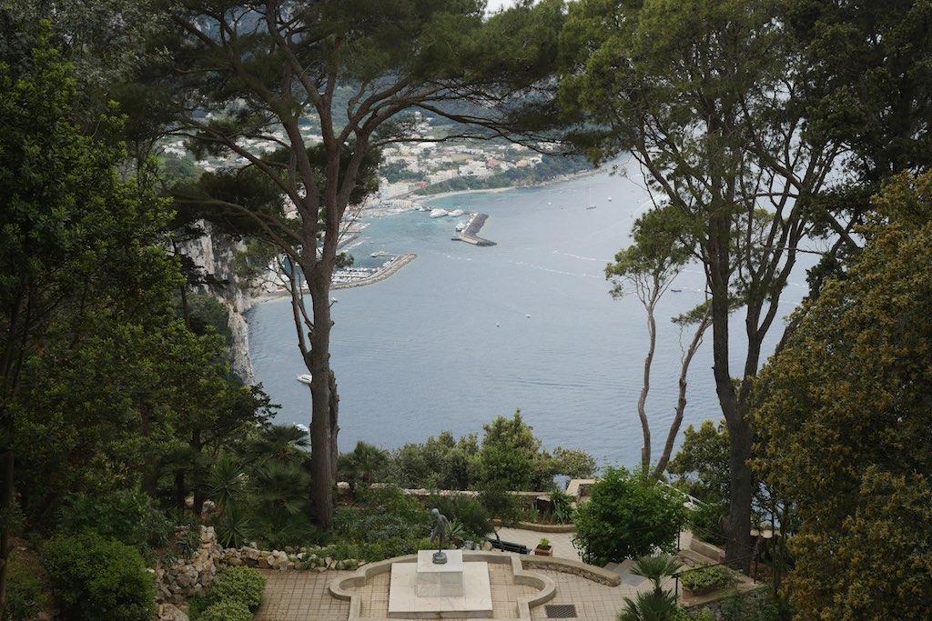 Blick auf die Marina Grande den Hafen von Capri.