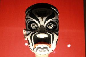 ALT: Museu do Oriente: Kulturaustausch in Lissabon: Kopf einer Stabpuppe der Chinesischen Oper