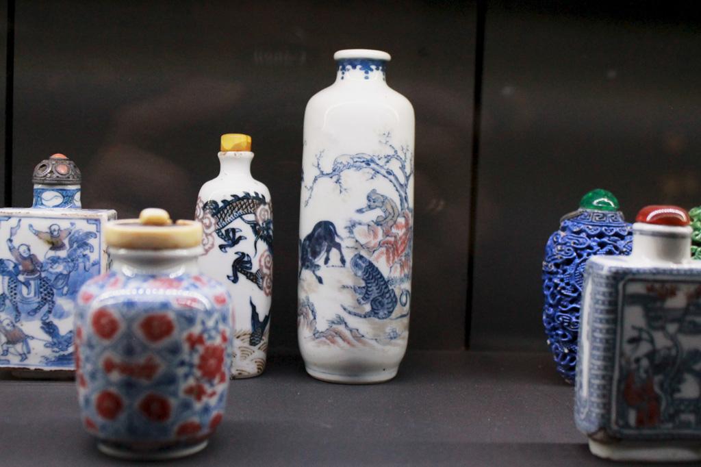 Museu do Oriente: Kulturaustausch in Lissabon: Auswahl chinesischer Schnupftabakdosen