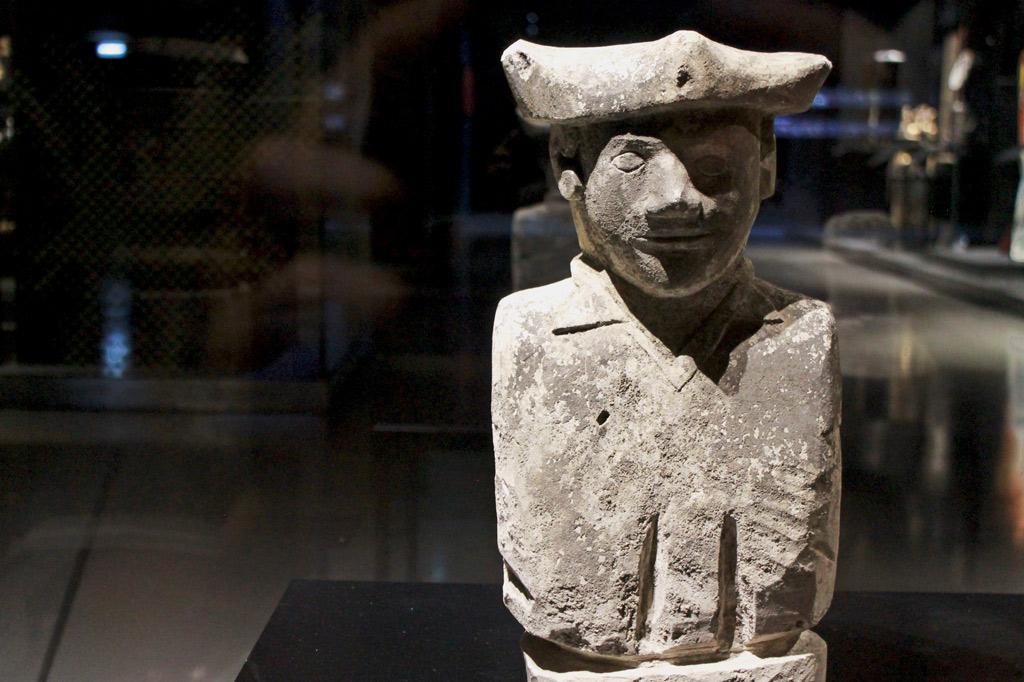 Museu do Oriente: Kulturaustausch in Lissabon:Osttimoresische Büste eines portugiesischen Marineoffiziers