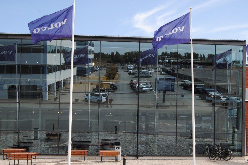 Die Glasfassade des Volvomuseums in Göteborg.
