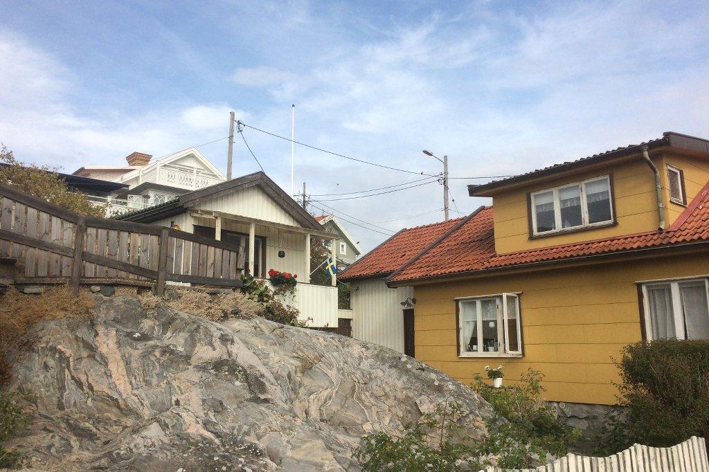 Holzhäuser auf der Insel Fotö nahe Göteborgs.
