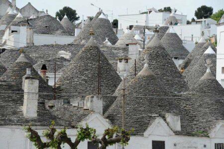 Trulli Häuser in Alberobello in Apulien.