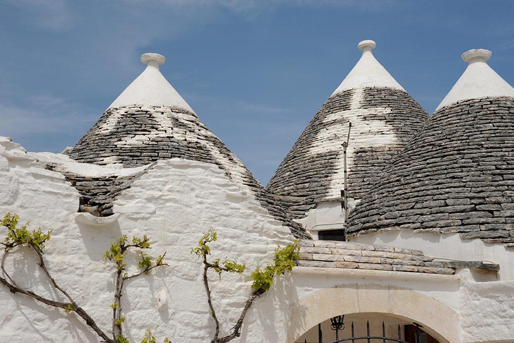 Kegeldächer aus Kalkstein sind typisch für die Trulli in Alberobello.
