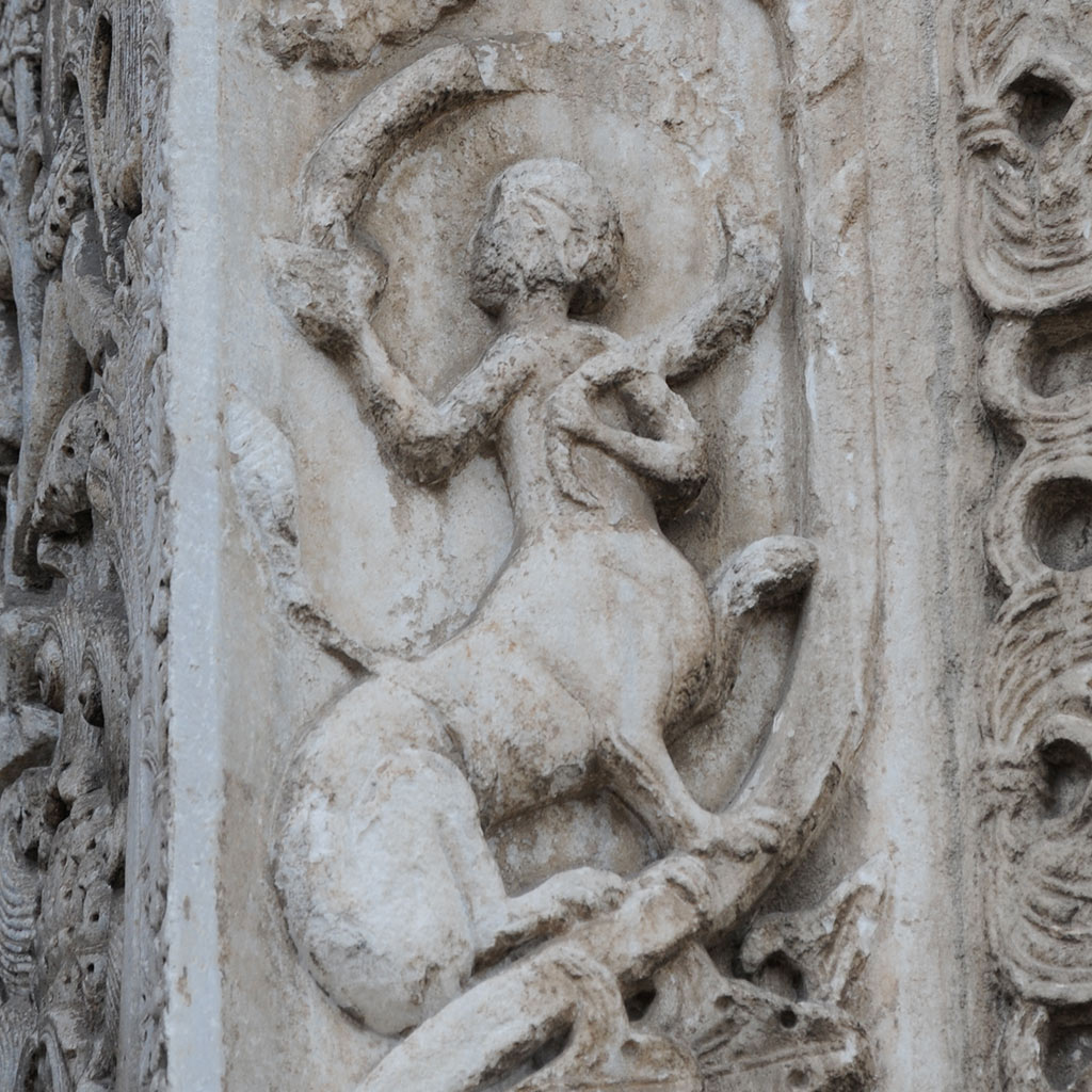 Kentauer vom Haputportal San Nicola di Bari.