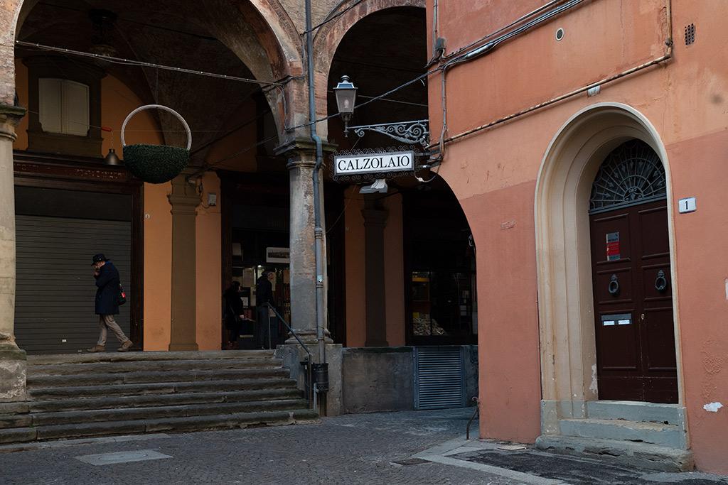 Platz in der Altstadt von Bologna.