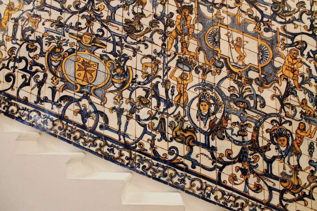 Treppenfries im Azulejosmuseum in Lissabon, aus: Lissabon Tipps: 5 Museen für Deinen Städtetrip