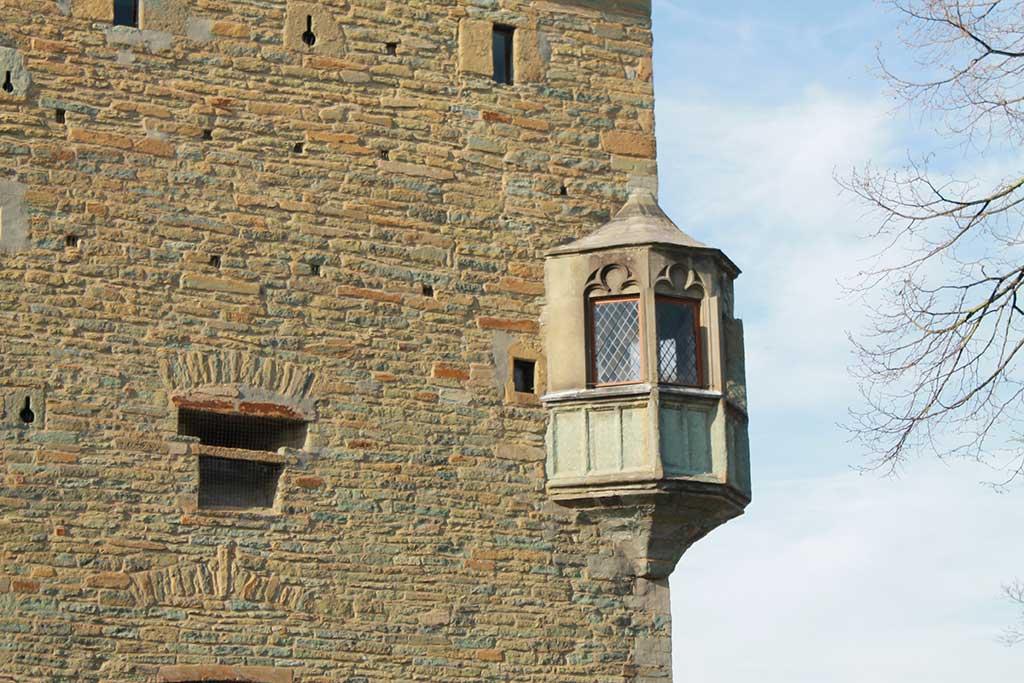 Das mächtige Osthofentor ist das einzige von ehemals zehn Stadttoren, das noch erhalten ist, aus: Stadtspaziergang: Soest im Frühling