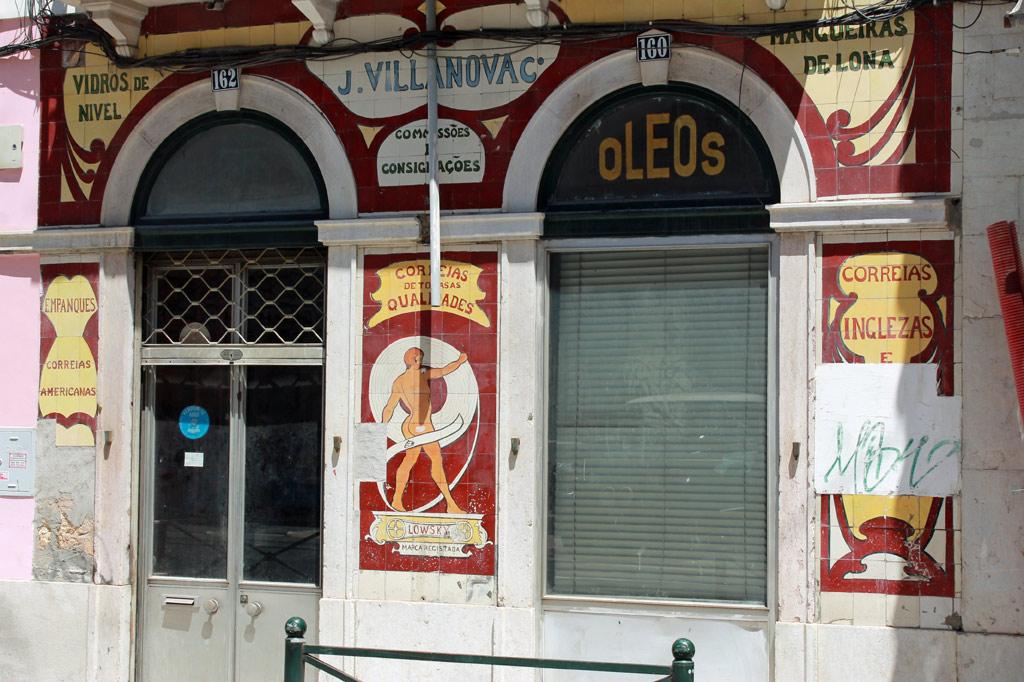 Leerstehendes traditionelles Ladenlokal in Lissabons Altstadt