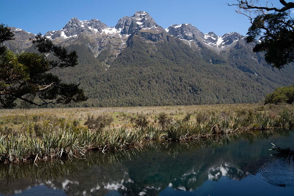 Die Earl Mountains und die Mirror Lakes in Neuseeland.