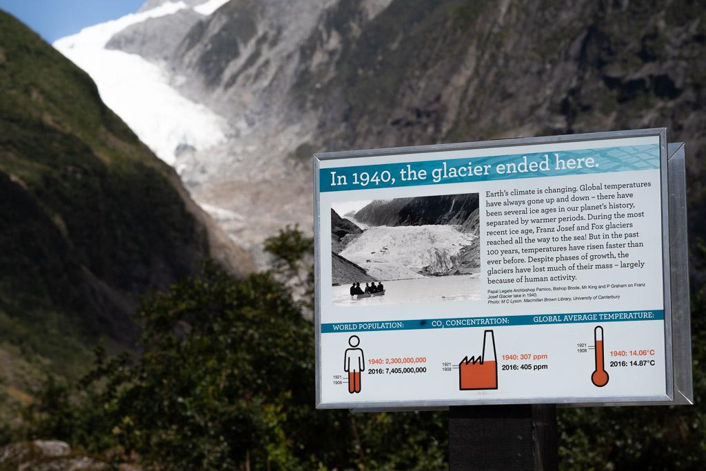 Bildtafel mit dem Hinweis, wo der Franz Josef Gletscher 1940 endete.