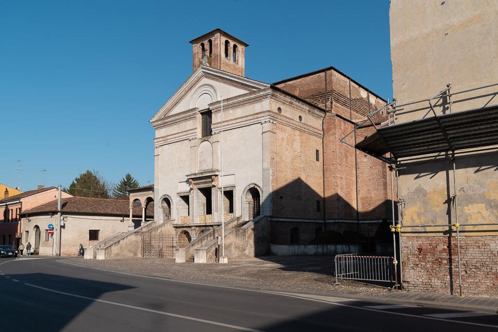 Die Fassade eine Renaissance Kirche in Mantua.