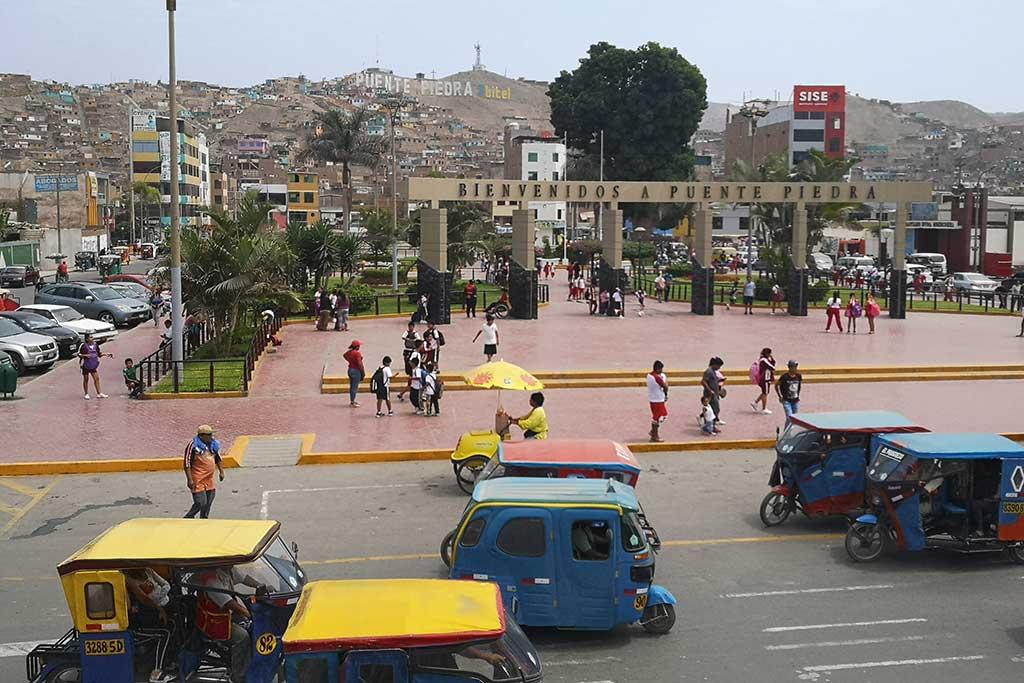 Im Verkehrschaos eine beliebte Wahl: Dreirädrige Tuktuks als Minitaxi