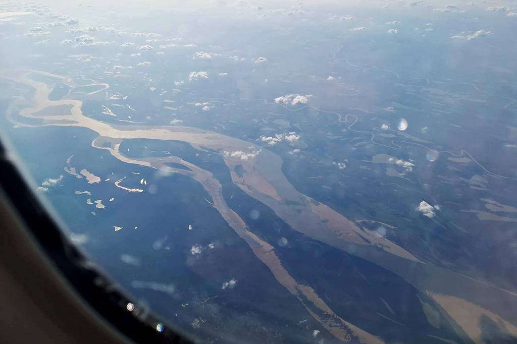 Gibt's zum Fliegen gratis dazu: schöne Blicke aus dem Flugzeugfenster, hier auf den mächtigen Flusslauf des Orinoco in Venezuela