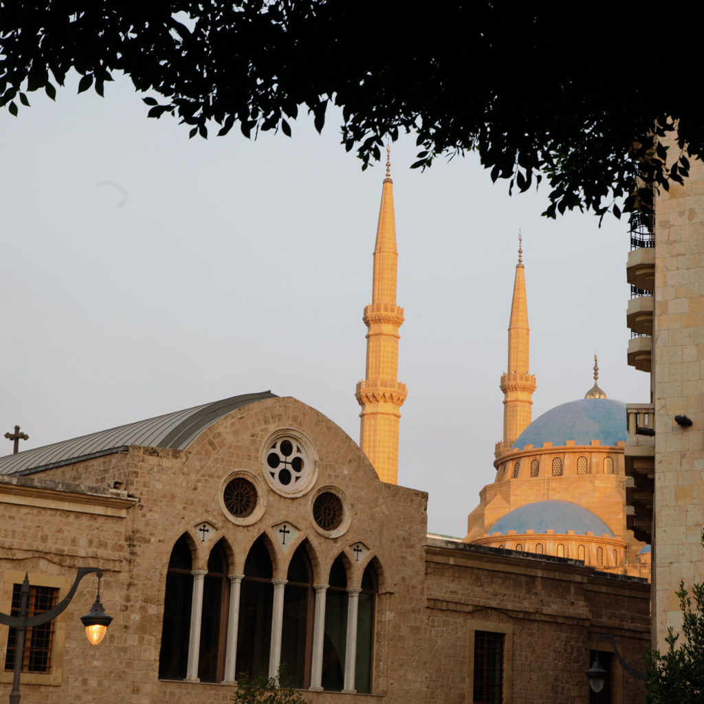 Die griechisch-orthodoxe Kirche St. Georg, gleich dahinter die Mohammed-al-Amin-Moschee