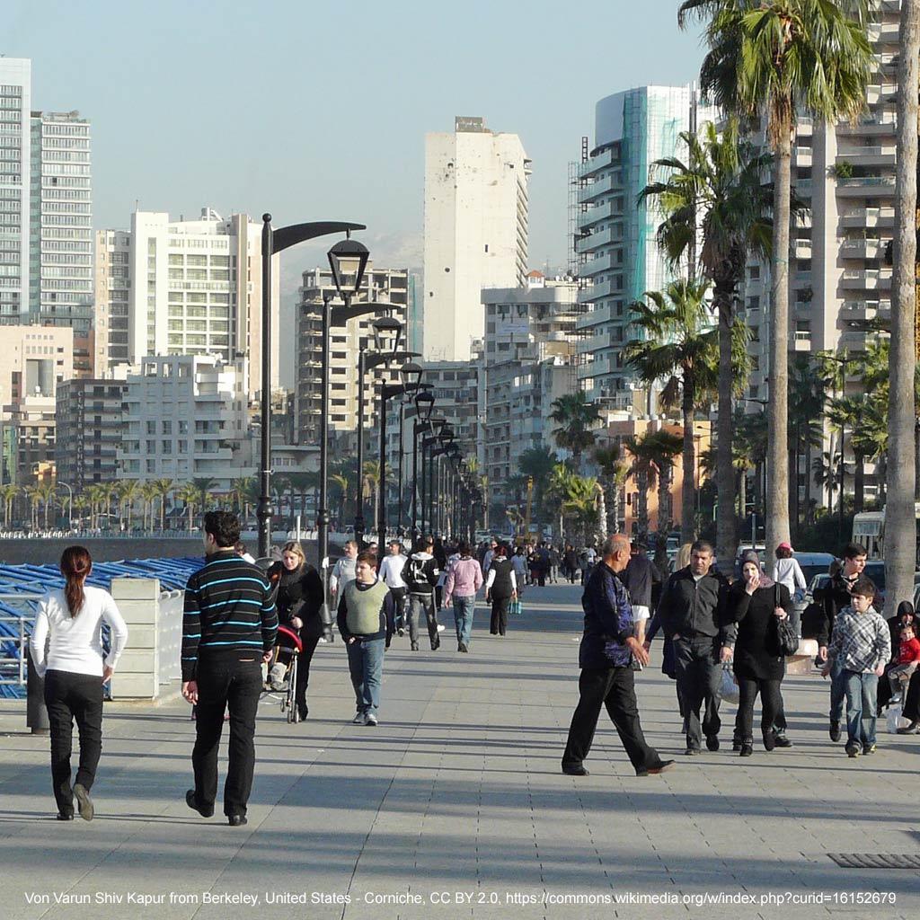 Die Corniche ist das Schaufenster von Beirut. Die 4,8 Kilometer lange, von Palmen gesäumte Promendade entlang der Mittelmeerküste ist nicht Bestandteil des hier vorgeschlagenen Beirut Reisetipps.