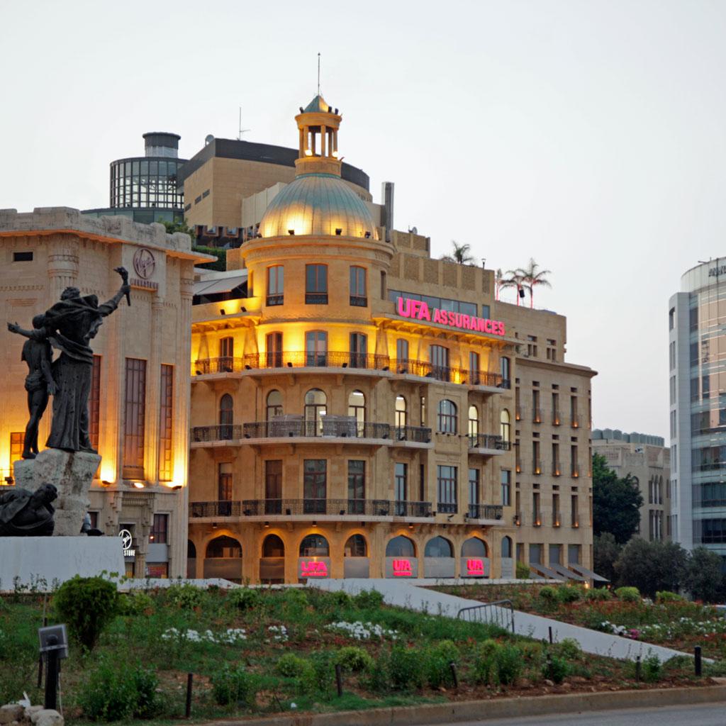 Bild des heutigen Märtyrerplatzes im Zentrum von Beirut: Diesen gesichtslosen Ort mit Banken und Versicherungen kann man bei einem Stadtspaziergang getrost links liegen lassen.