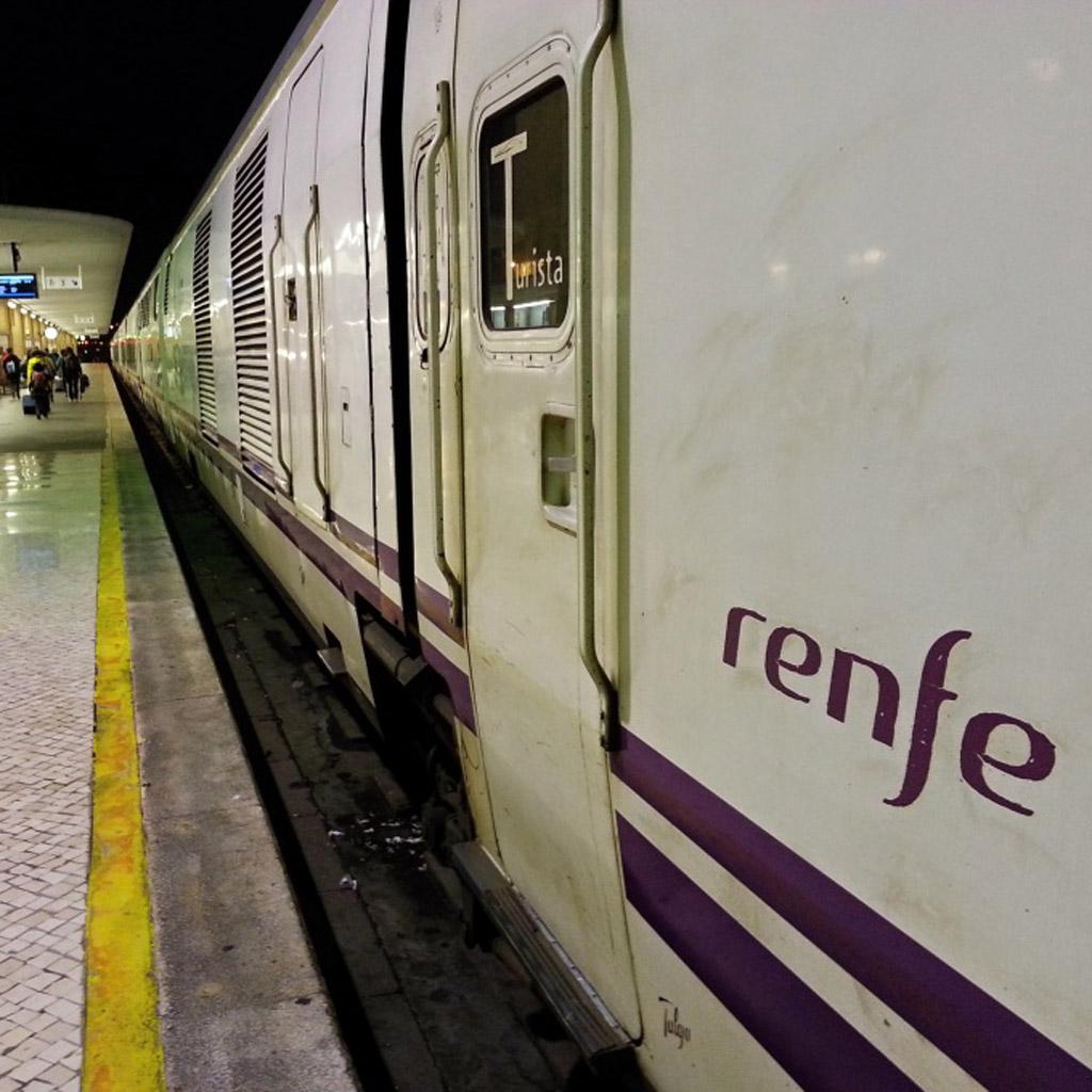 Der RENFE-Nachtzug, den man leider noch nicht über coole Bahn Tools buchen kann.