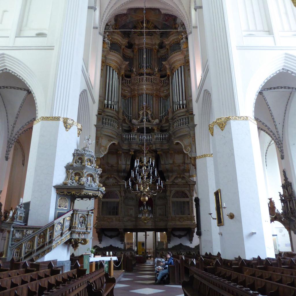 Blick auf die große Orgel in der Marienkirche zu Rostock.