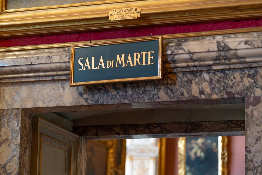 Tür im Palazzo Pitti in Florenz mit der Aufschrift Sala di Marte.