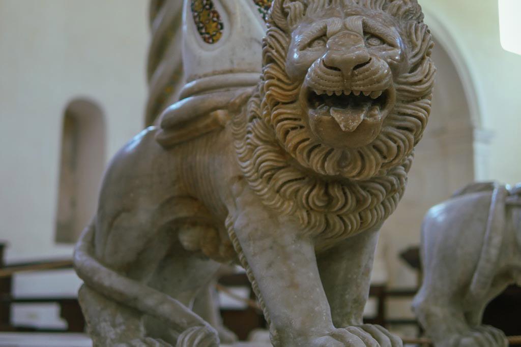 Löwenskulptur von Nicola da Foggia.