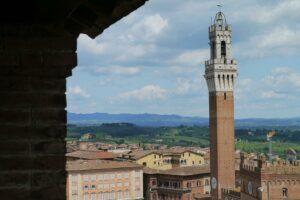 Die Torre Mangia. Der Rathausturm ist eine bedeutende Siena Sehenswürdigkeit.