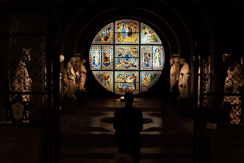 Glasfenster im Museo dell' Opera.