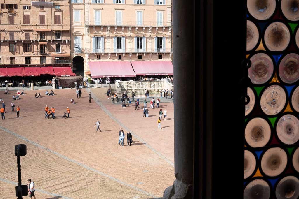 Blick vom Rathaus auf die Siena Sehenswürdigkeit Piazza del Campo.