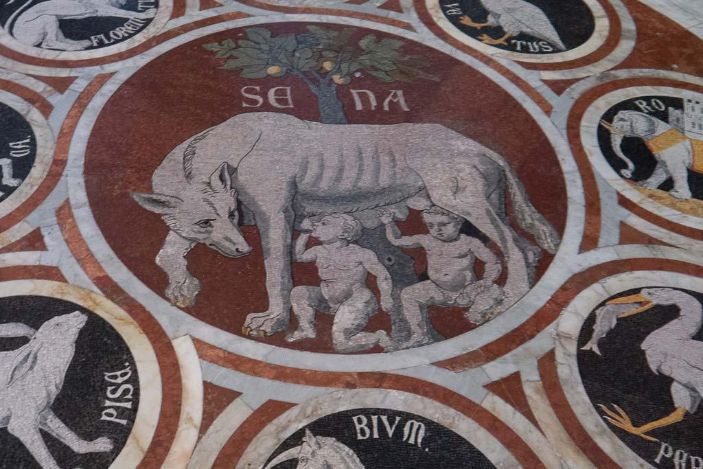 Fussbodenrelief im Dom von Siena.
