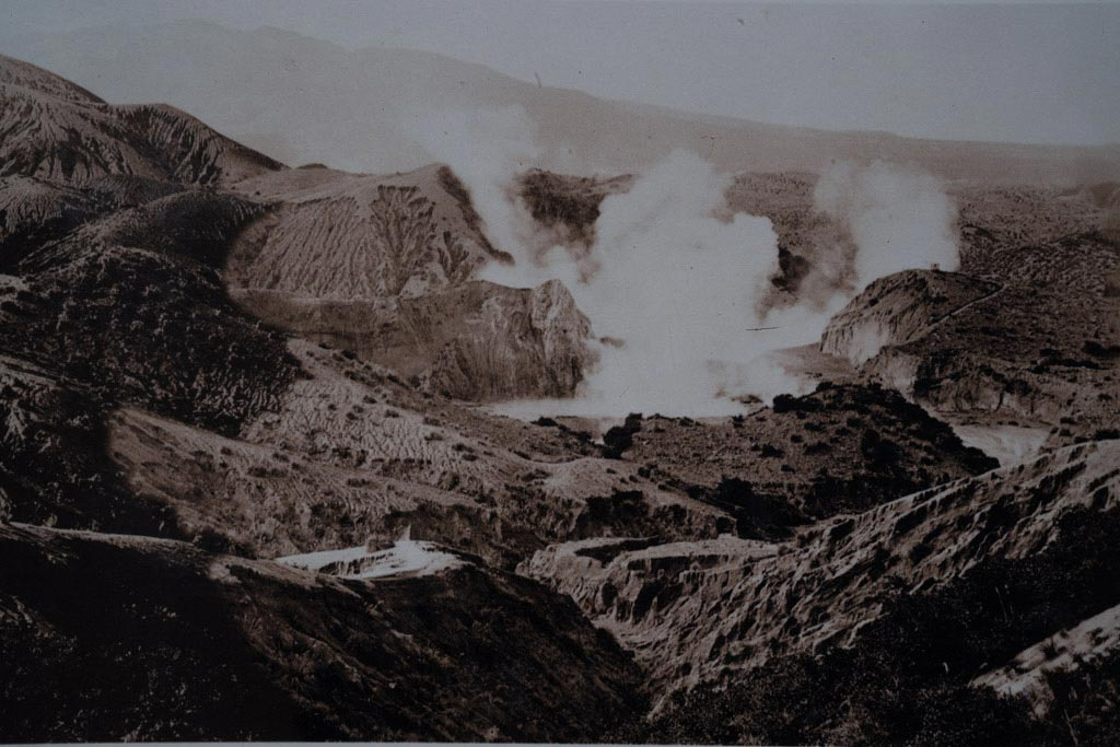 Blick auf den Tarawera Vulkan auf der Nordinsel in Neuseeland.