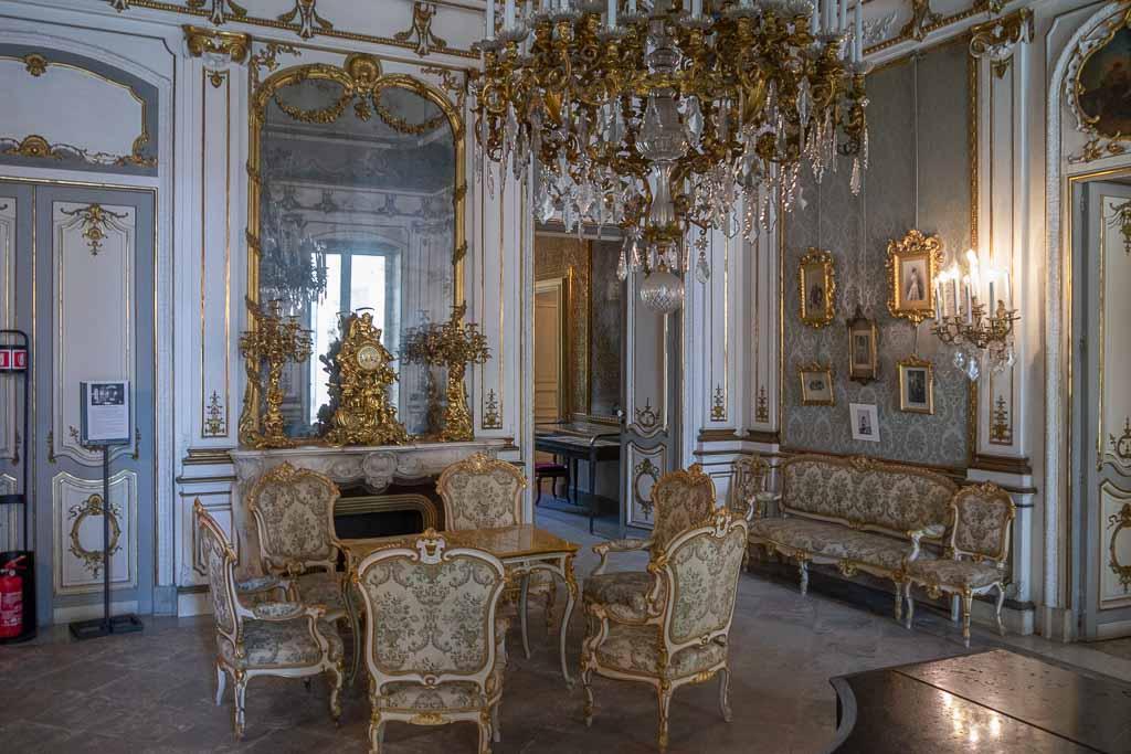 Innenraum Museo Villa Aragona Pignatelli Neapel.