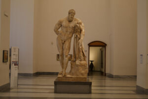 Herkules Farnese im Nationalmuseum Neapel