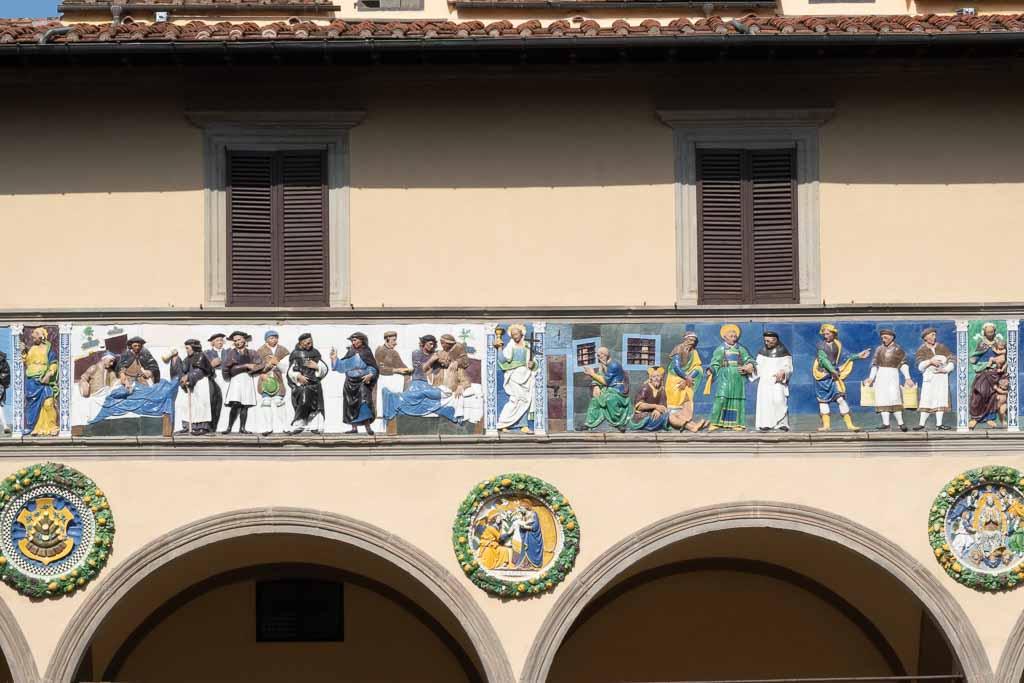 Majolikafries am Ospedale del Ceppo in Pisotia.