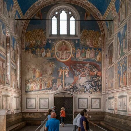 Die Scrovegni Kapelle in Padua mit Giottos Fresken.
