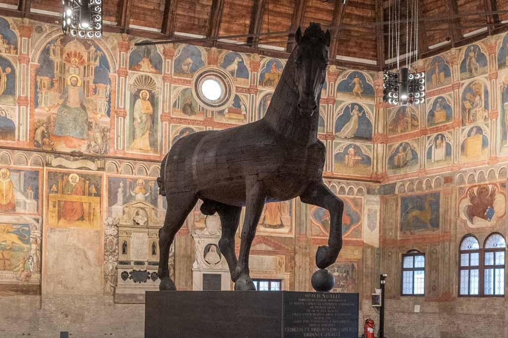 Modell eines Pferdes im Palazzo della Ragione